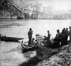 Tevere (1890 ca) Sulla dx Ponte dell'Angelo e sullo sfondo il Teatro Apollo demolito per costruire i muraglioni.  :)