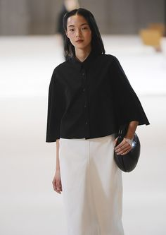 Christophe Lemaire S/S 2015 All Black Fashion, All Black Outfit, High Fashion, Autumn Fashion, Christophe Lemaire, Wabi Sabi, Edgy Outfits, Fashion Outfits, Minimal Classic Style