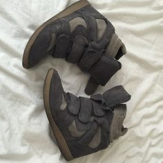 Steve Madden hilight gray sneaker wedge Worn a few times. I'm not sure of the size since it doesn't say on the shoe but I'm a 6.5 and it's a good fit. Also the tag inside is off, but doesn't disrupt the wear. Steve Madden Shoes Wedges