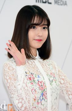 If you're thinking of cutting your Asian short hair 2020 but can't seem to narrow down your options, you're in luck! We've rounded up our favorite short hairdos Korean Hairstyle Medium Bangs, Korean Short Hair, Shoulder Length Hair With Bangs, See Through Bangs, Medium Hair Styles, Short Hair Styles, Long Bob With Bangs, Asian Hair, Textured Hair