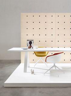 Arper cross table
