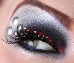 Resultado de imagen para ojos pintados en los parpados