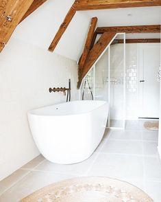 Beautiful Space, Bath Caddy, Home Decor Inspiration, Hygge, Minimalism, Bathtub, Rustic, Interior Design, Toilet