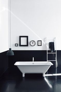 Bathroom. Black&White.