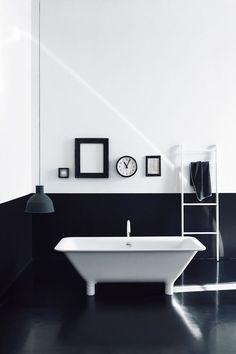 Black and White Bathroom / Salle de bains noir et blanc