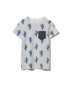 Boys regular fit printed tee. Short sleeve jersey tee, front chest pocket with rib neck offered in a variety of all over prints.