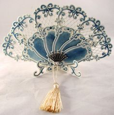 Blue and white fan Antique Fans, Vintage Fans, Hand Held Fan, Hand Fans, Old Fan, Marianne Design, Vintage Accessories, Fashion Accessories, Beautiful Hands