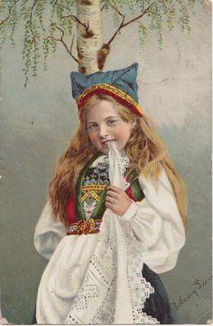 Little girl in Hardanger bunad, ca by Solveig Lund Folk Costume, Costumes, Norwegian People, Kingdom Of Sweden, Nordic Lights, Scandinavian Fashion, Bridal Crown, Lace Making, Lund