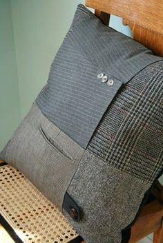ideas for patchwork cushion cover tutorial diy pillows Sewing Pillows, Diy Pillows, Decorative Pillows, Wool Pillows, Cushion Covers, Pillow Covers, Sweater Pillow, Memory Pillows, Patchwork Cushion