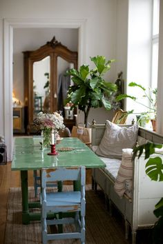 45 Splendid Green Dining Room Design Ideas To Try Asap - One can find more in the dining room beyond the way the dining furniture is set. This room is ideally a whole package of color choices, layout, and ot. Home Interior, Interior And Exterior, Deco Boheme, Interiores Design, Home And Living, Interior Inspiration, Home Remodeling, Living Spaces, Decoration