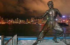 Bruce Lee. Ecco perchè oggi lo rifiuteremmo. Indubbiamente Bruce Lee è un mito marziale. Il precursore del combattimento sul grande schermo per come lo vediamo oggi. Prima di lui l´arte marziale era kimoni bianchi e colpi rigidi appoggiati a posizioni statiche, da Bruce in poi è tutto dinamismo di calci e pugni in rapida successione. Continua su www.kungfulife.net/blog/bruce-lee-ecco-perch-oggi-lo-rifiuteremmo/