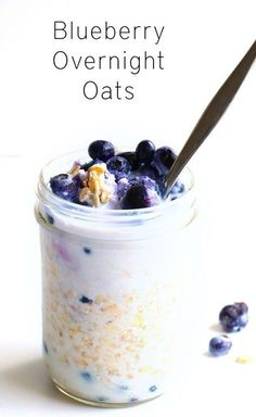 Blueberry Overnight Oats Creamy Blueberry Overnight Oats - A delicious, easy to make breakfast recipe that will be ready and waiting for you when you wake up in the morning. Vegan and gluten free.Creamy Blueberry Overnight Oats - A delicious, easy to make Easy Overnight Oatmeal Recipe, Blueberry Overnight Oats, Overnight Oats In A Jar, Overnight Oats Coconut Milk, Low Calorie Overnight Oats, Dairy Free Overnight Oats, Overnight Breakfast, Gluten Free Oatmeal, Easy To Make Breakfast