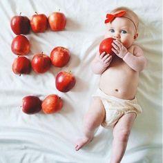 Most Popular Baby Photoshoot Newborn Girl Ideas Monthly Baby Photos, Baby Girl Photos, Newborn Pictures, Baby Pictures, Foto Baby, Baby List, Newborn Baby Photography, Baby Milestones, Baby Registry