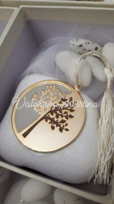 Χειροποίητες μπομπονιέρες γάμου μεταλλικό δέντρο της ζωής πανω σε βότσαλο by valentina-christina handmade products