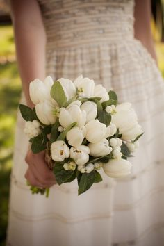 simple white tulip bouquet  Photography by erinkatephoto.com  -Spring