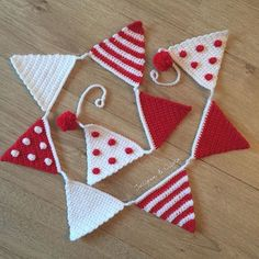 Sparkly bunting hot off the hook here ❤️ Pattern: my interpretation of @just_pootling 's lovely summer bunting from her crafty corner @lovecrochetcom.  Yarn: sparkly @cygnet_yarns from a charity shop but also sold by the lovely @snufflebeanyarn ❤ (not that you can see the sparkles in this pic ) - -  #crochet #redandwhite #spotsandstripes #pompoms #christmas #christmasbunting #christmasdecorations #handmadechristmas #crochetersofinstagram #forsale #handmadegift #crochetgirlgang…