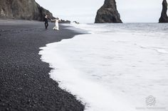 CLICK THIS PIN to see more Weddings photos from the Black sand beach in Iceland. Wedding in Iceland, couples photos. Wedding Vik Iceland