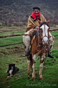 el mejor amigo de un gaucho es el perro y su mate. the best friend of gaucho is his dog and his mate. We Are The World, People Around The World, Around The Worlds, Rio Grande Do Sul, Mendoza, Latin America, South America, Patagonia, Chile