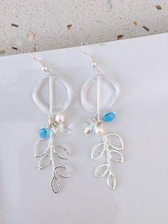 Clear crystal with silver leaves earrings. Blue Weddings, Gold Dipped, Leaf Earrings, Clear Crystal, Earrings Handmade, Agate, Reflection, Gemstones, Pearls