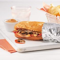 Gourmet Sandwiches, Wrap Sandwiches, Sandwich Recipes, Sandwiches Gourmets, Taco Burger, Bbq Steak, Great Recipes, Favorite Recipes, Group Meals