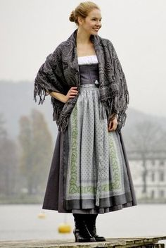 Witch Fashion, Folk Fashion, Lovely Dresses, Beautiful Outfits, Fashion Terms, Dirndl Dress, Romantic Outfit, Festival Outfits, Traditional Dresses