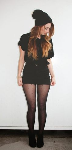 All black outfit // black shorts and black tights with booties Mode Outfits, Fall Outfits, Casual Outfits, Fashion Outfits, Cute All Black Outfits, Hipster Outfits, All Black Outfit Casual, Black Outfit Grunge, Cute Grunge Outfits