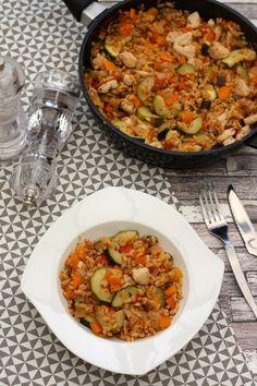 Une recette complète à base de blé, légumes du soleil et poulet, facile et assez rapide à faire, seule la coupe des légumes prend un peu de temps, mais peut être faite à l'avance. C'est le genre de plat que j'aime bien, où tout se mélange et cuit dans...