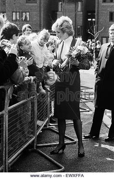 Princess Diana visiting the Boyd Court Guinness Trust Housing Estate, Bracknell, Berkshire. 25th March 1988. - Stock Image