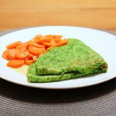Rezept für schnelle, knallgrüne und aromatische Bärlauch-Crepes mit Sahnemöhren. Ein leckeres vegetarisches Bärlauch-Rezept!