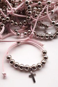 Souvenir Comunion Bautismo Cosas Simples Un poco de todo #cosassimplessouvenirs Jewelry Making Beads, Diy Jewelry, Jewelery, Handmade Jewelry, Rosary Bracelet, Rosary Beads, Beaded Bracelets, Catholic Jewelry, Christening