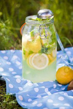 Lemonad med citronmeliss - Mitt kök