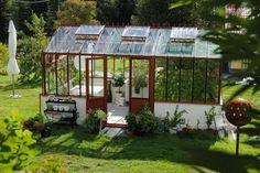 Gewächshaus aus alten Fenstern | living home | Pinterest | Alte ...