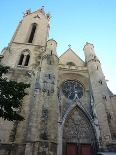 Église St-jean-de-malte. This 12th-century church served as a chapel of the Knights of Malta, a medieval order of friars devoted to hospital care. The church was Aix's first attempt at the Gothic style, and it was here that the counts of Provence were buried.