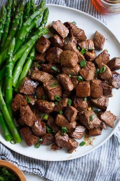 Honey Garlic Steak Bites 🥩🌿 Low carb and High protein lunch/dinner idea 🍽 . 5 ingredients, minutes to prep, and only 2 minute cook time! Skirt Steak Recipes, Beef Recipes, Cooking Recipes, Healthy Recipes, Detox Recipes, Cooking Ribs, Cooking Games, Healthy Foods, Easy Recipes