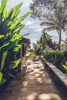 Un cottage tropical au Brésil Estilo Tropical, Tropical Style, Tropical Vibes, Beach Cottage Style, Beach Cottage Decor, Tropical Landscaping, Tropical Garden, Outdoor Spaces, Outdoor Living