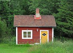 Kuvahaun tulos haulle vanha pihasauna Red Houses, Wooden Buildings, Shed, Outdoor Structures, Cabin, Childhood, Home, Gardens, Atelier