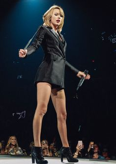 Taylor performing Blank Space during the 1989 World Tour in Edmonton night one 8.4.15