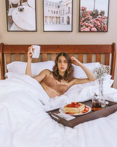 A photo I want to take one day when the time is right. Maybe at a nice resort or in a tiny house. Bedroom Photography, Self Photography, Model Poses Photography, Creative Photoshoot Ideas, Photoshoot Themes, Photoshoot Inspiration, Creative Fashion Photography, Home Photo Shoots, Shotting Photo