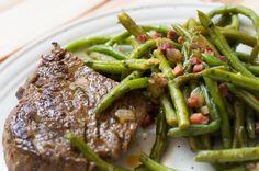 Wenn ihr mal wieder Lust auf ein Stück Fleisch habt, dann habt ihr hier ein passendes Rezept gefunden! Low Carb Speckböhnchen dazu - lecker!
