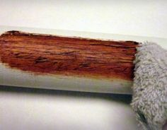 How To Make PVC Look Like Wood. Just a little elbow grease can transform a plain PVC pipe into something that looks pretty close to wood. Geocaching, Pvc Pipe Projects, Diy Projects To Try, Wood Projects, Decoration Pirate, Tube Pvc, Do It Yourself Design, Prop Making, Deco Originale