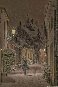 Winter is coming to town - Holidayseason Winter Szenen, I Love Winter, Winter Magic, Winter Pictures, Christmas Pictures, Christmas Scenes, Christmas Snowman, Snowy Day, Snow Scenes