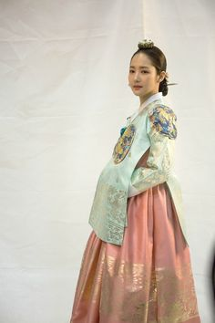 Queen for Seven Days (Hangul: 왕비; 7 Day Queen) is a South Korean television series starring Park Min-young as the titular Queen Dangyeong of Joseon, with Yeon Woo-jin and Lee Dong-gun. It airs on 박민영 Korean Hanbok, Korean Dress, Korean Outfits, Korean Traditional Dress, Traditional Fashion, Traditional Dresses, Young Korean Actresses, Kdrama, Korean Accessories