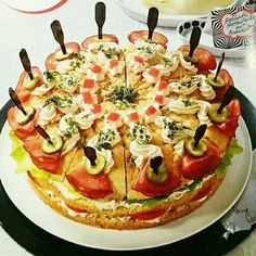 Herrentorte, pikant Hearty gentlemen's cake made of yeast dough with ham and vegetable cream cheese filling Dr. Sandwich Torte, Meat Appetizers, Party Buffet, Brunch Party, Tea Sandwiches, Cream Cheese Filling, Cakes For Men, Snacks Für Party, Vegetable Drinks