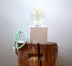lampada da tavolo in cemento