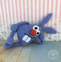 Coelhinho Dentuço (amigurumi) Diy Crafts Crochet, Crochet Toys, Baby Crafts, Diy And Crafts, Easter Pictures, Squirrel, Dinosaur Stuffed Animal, Sewing Projects, Rabbit