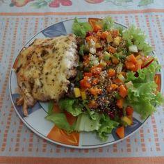 Almoço delícia #saudavel #lowcarb lansanha de abobrinha com molho branco de biomasa de banana verde  salada com alface tomate beterraba ralada cenoura cozida talos de espinafre cozidos e casa de melão cozida. Por cima sementes de linhaça dourada gergelim e chia. #almoçosaudável #lowcarbhighfat #comidasaudavel #comidadeverdade #alimentacaosaudavel #minhanovaversao #viverbemestarbem #vidasaudavel #projetovidatoda #projetosaudavelparasempre by josicnssantana