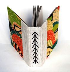 The Art of Bookbinding — Handmade books by Maria Meira. Binding Covers, Book Binding, Bookbinding Supplies, Bookbinding Ideas, Book Crafts, Paper Crafts, Paper Art, Mini Albums, Homemade Books