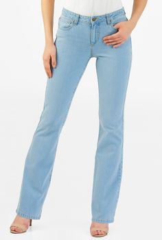 In a classic and authentic light blue wash with highs and lows created by whiskers, hand sanding and subtle chevrons, our stretch boot-cut jeans fit slim through the thighs before flaring out into an attractive, shape-balancing silhouette.