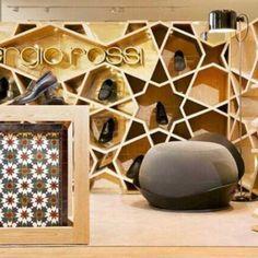 Sergio Rossi Shop, em Casablanca, Marrocos. Projeto do escritório Younes Duret Design. #moda #atitude #fashion #fashionattitude #lojaconceito #conceptstore #storedesign #interior #interiores #artes #arts #art #arte #decor #decoração #architecturelover #architecture #arquitetura #design #projetocompartilhar #davidguerra #shareproject #sergiorossi #sergiorossishop #casablanca #marrocos #morocco #younesduretdesign