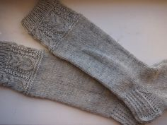 Tanssivat kädet - Dancing hands: Pöllösukat - Owl socks Crochet Socks, Knitting Socks, Knitting Ideas, Owl Socks, Fingerless Gloves, Arm Warmers, Wool, Dancing, Hands